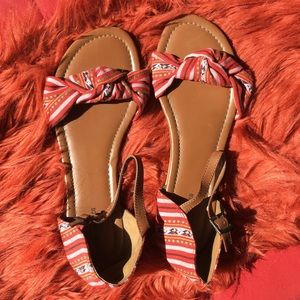 Patterned strappy flat sandals